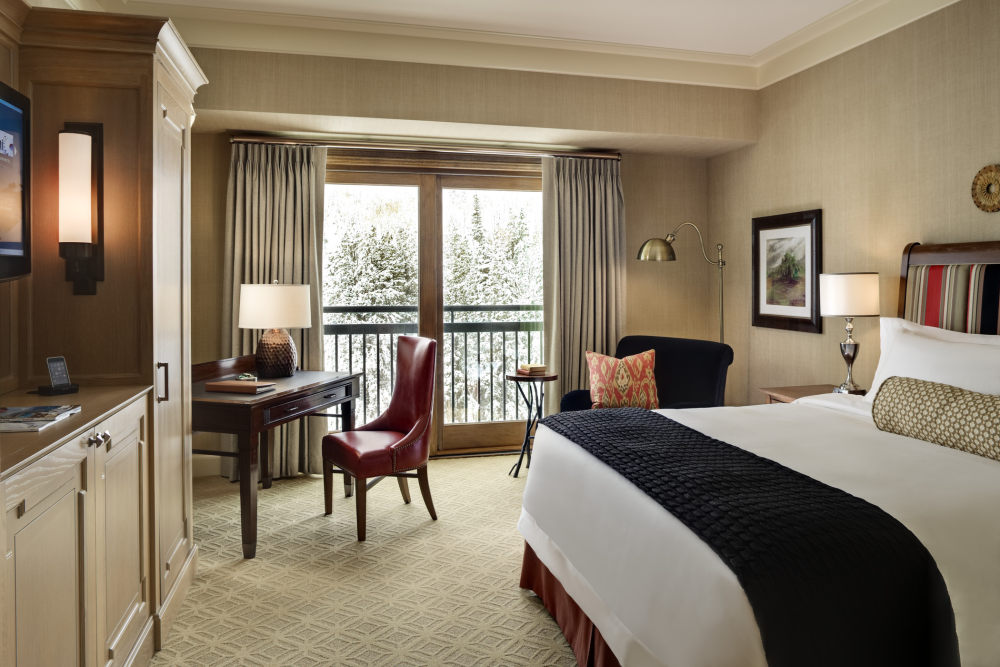 犹他州鹿谷瑞吉酒店The St. Regis Deer Valley, Utah (..._The St. Regis Deer Valley—Guest Room.jpg