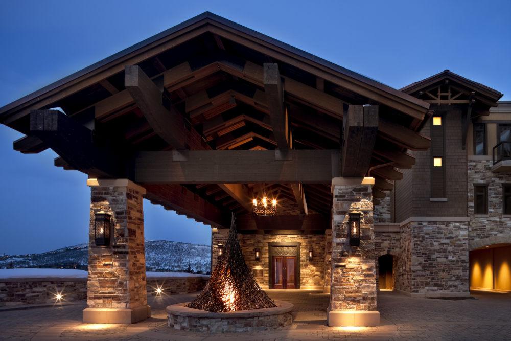 犹他州鹿谷瑞吉酒店The St. Regis Deer Valley, Utah (..._The St. Regis Deer Valley—Lower Resort Porte Cochere.jpg