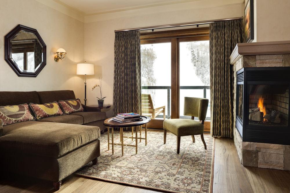 犹他州鹿谷瑞吉酒店The St. Regis Deer Valley, Utah (..._The St. Regis Deer Valley—Luxury Suite parlor.jpg