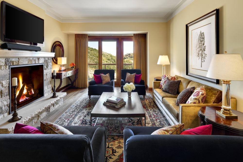 犹他州鹿谷瑞吉酒店The St. Regis Deer Valley, Utah (..._The St. Regis Deer Valley—Madison Residence Living Room.jpg