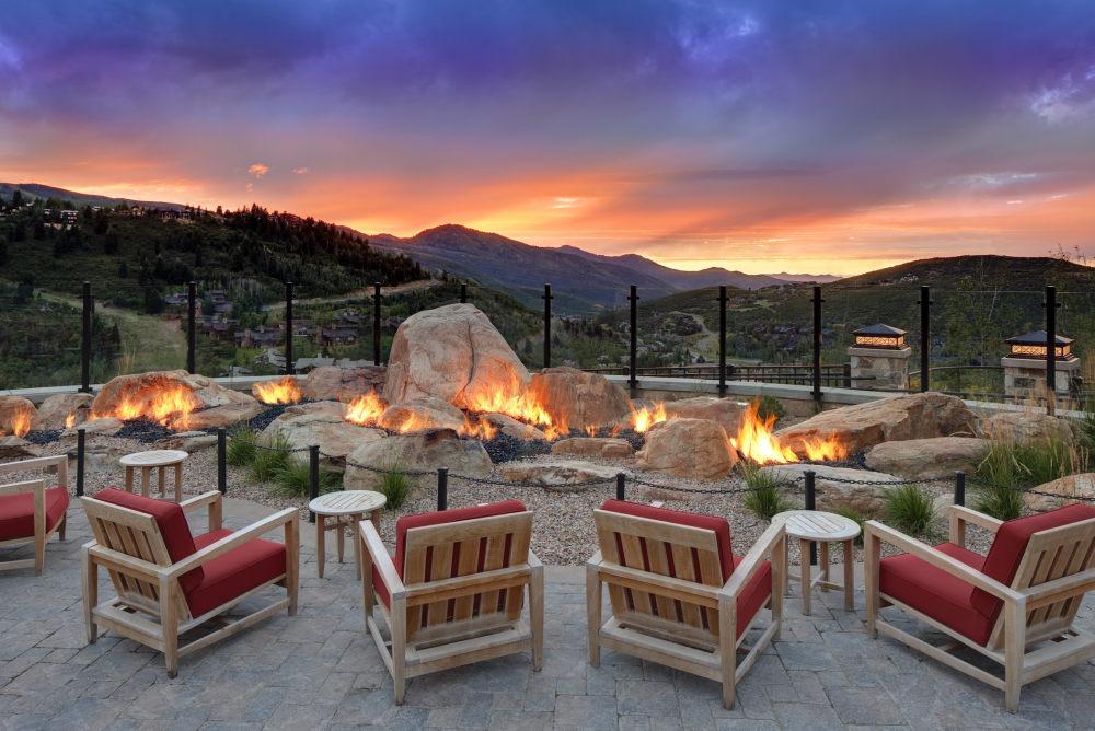 犹他州鹿谷瑞吉酒店The St. Regis Deer Valley, Utah (..._The St. Regis Deer Valley—Mountain Terrace -Garden of Fire.jpg
