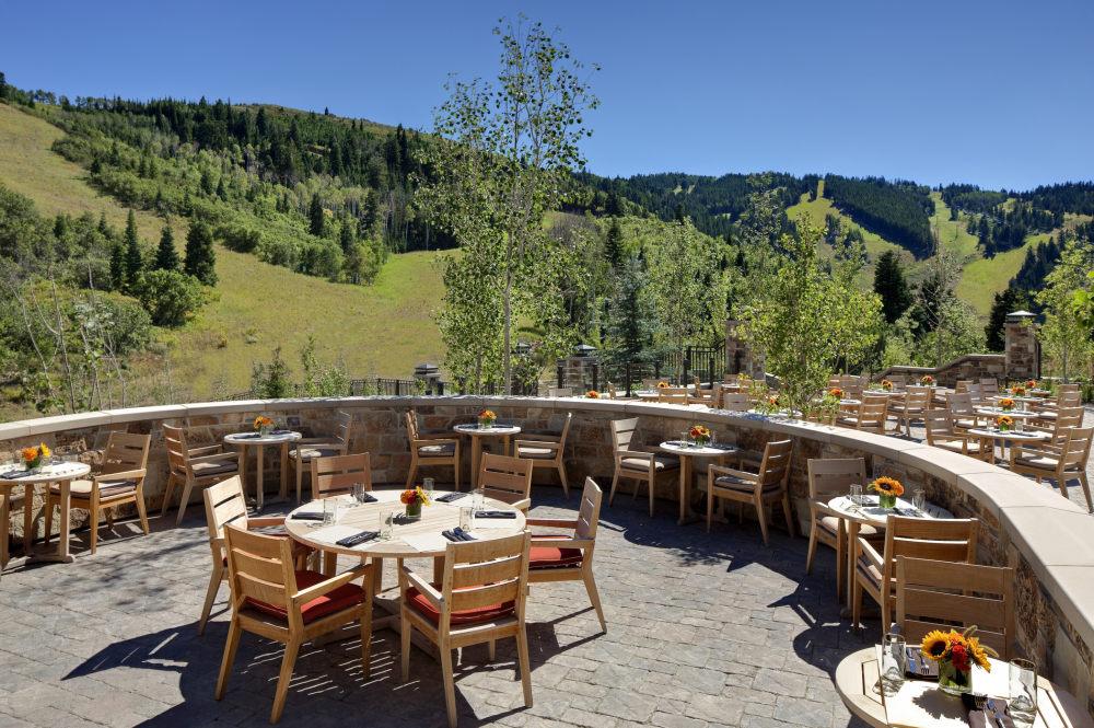 犹他州鹿谷瑞吉酒店The St. Regis Deer Valley, Utah (..._The St. Regis Deer Valley—Mountain Terrace1.jpg