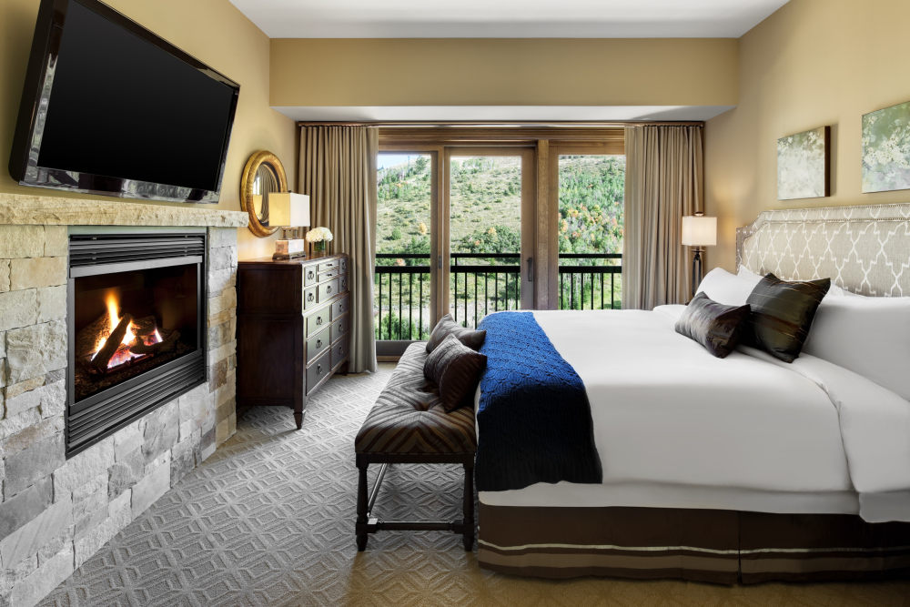 犹他州鹿谷瑞吉酒店The St. Regis Deer Valley, Utah (..._The St. Regis Deer Valley—Presidential Residence Junior Master Bedroom.jpg