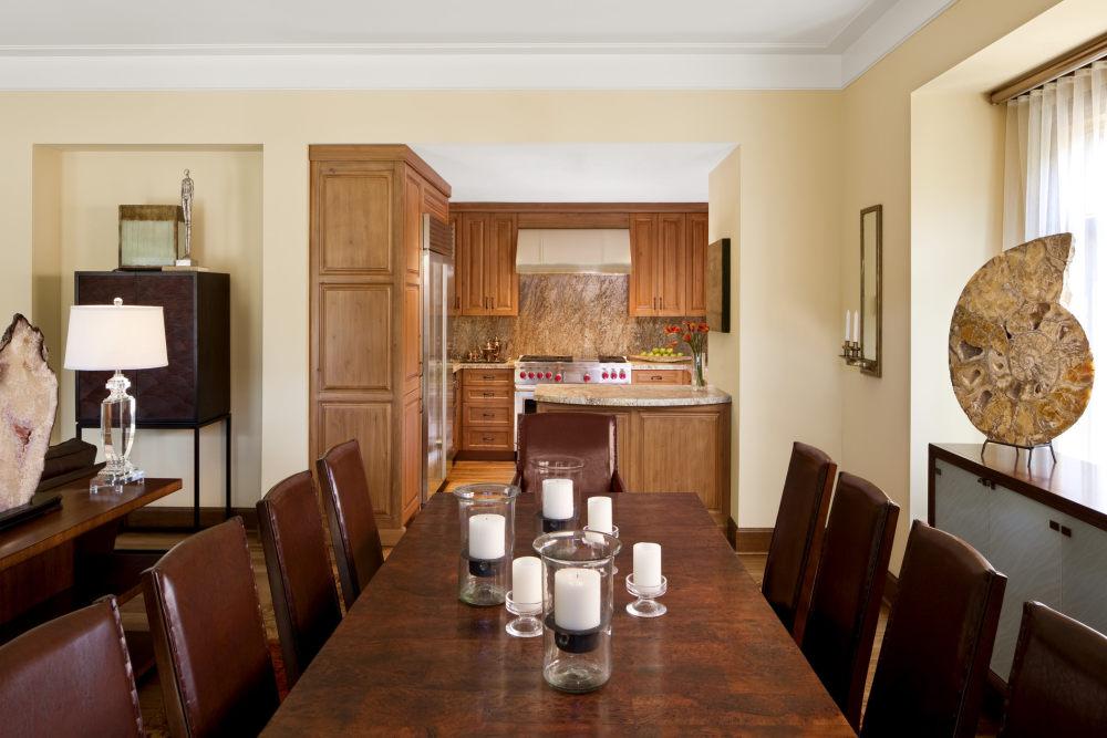 犹他州鹿谷瑞吉酒店The St. Regis Deer Valley, Utah (..._The St. Regis Deer Valley—Presidential Residence Kitchen and Dining Room.jpg