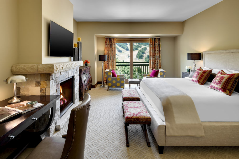 犹他州鹿谷瑞吉酒店The St. Regis Deer Valley, Utah (..._The St. Regis Deer Valley—Presidential Residence Master Bedroom.jpg