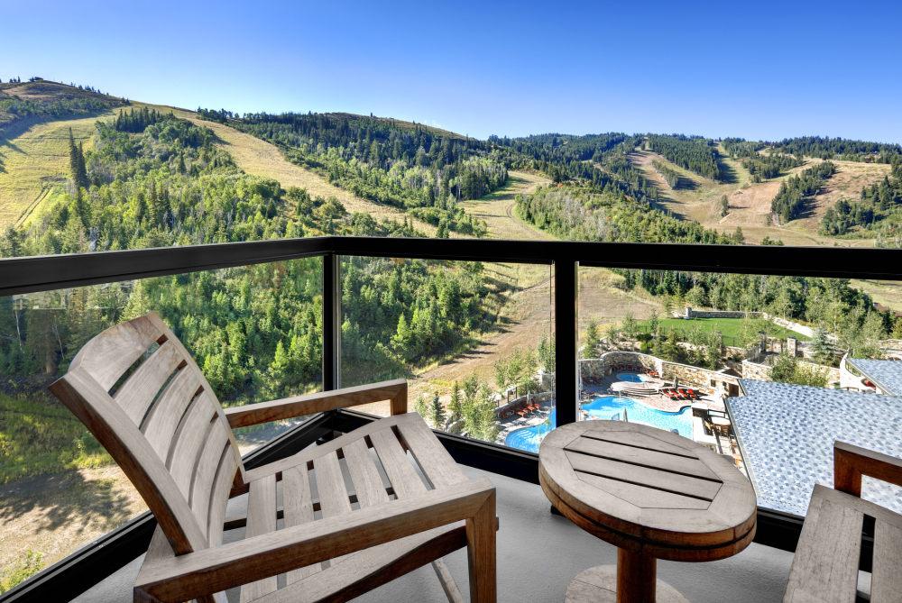 犹他州鹿谷瑞吉酒店The St. Regis Deer Valley, Utah (..._The St. Regis Deer Valley—Residence Balcony view.jpg