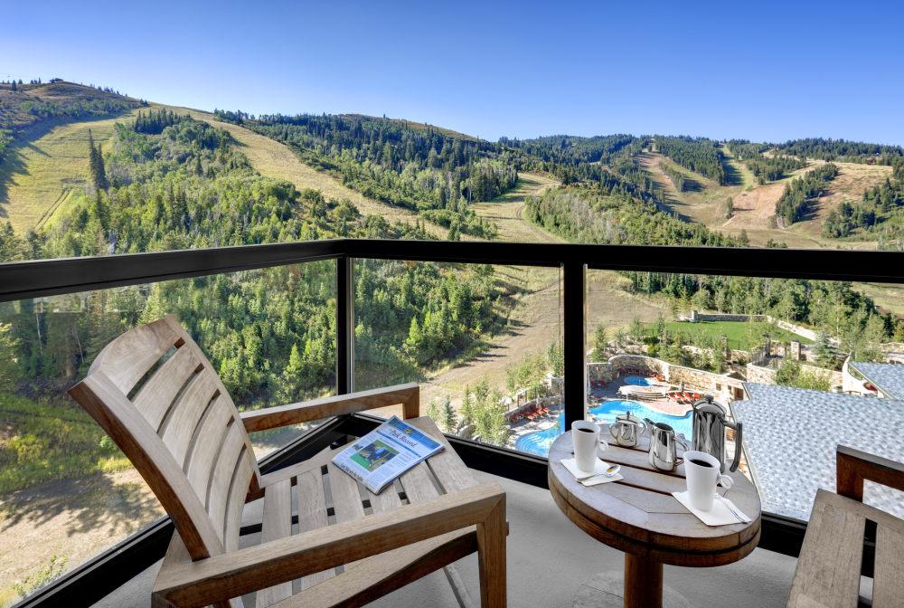 犹他州鹿谷瑞吉酒店The St. Regis Deer Valley, Utah (..._The St. Regis Deer Valley—Residence Balcony view1.jpg