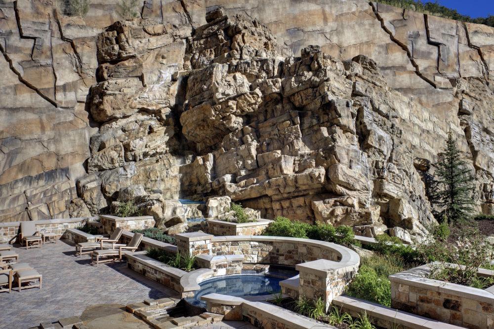犹他州鹿谷瑞吉酒店The St. Regis Deer Valley, Utah (..._The St. Regis Deer Valley—Spa waterfall.jpg