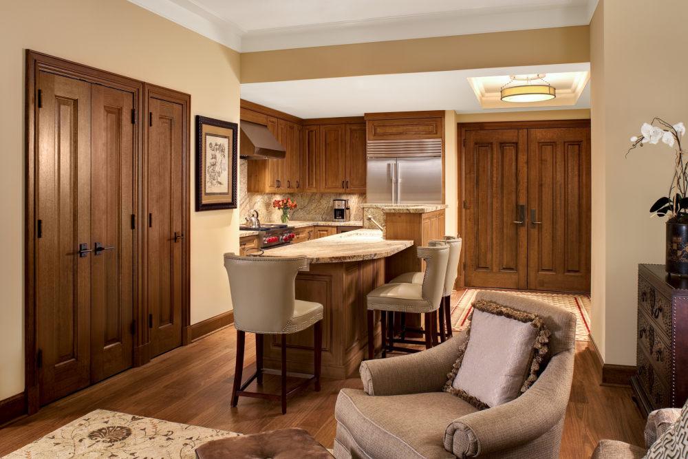 犹他州鹿谷瑞吉酒店The St. Regis Deer Valley, Utah (..._The St. Regis Deer Valley—St Regis Residence Kitchen.jpg