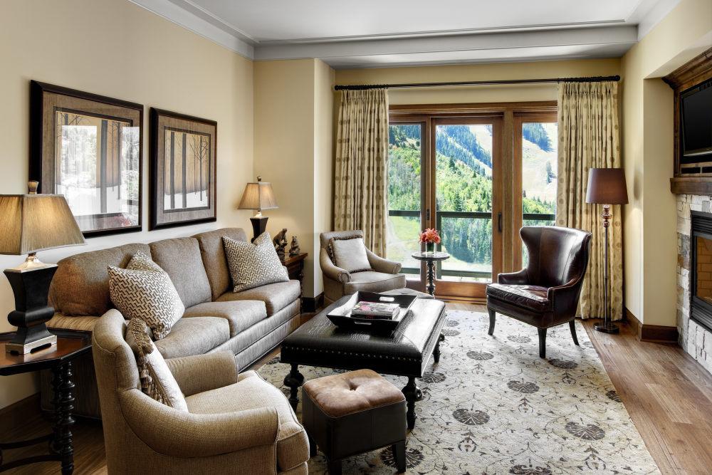 犹他州鹿谷瑞吉酒店The St. Regis Deer Valley, Utah (..._The St. Regis Deer Valley—St Regis Residence Living Room.jpg