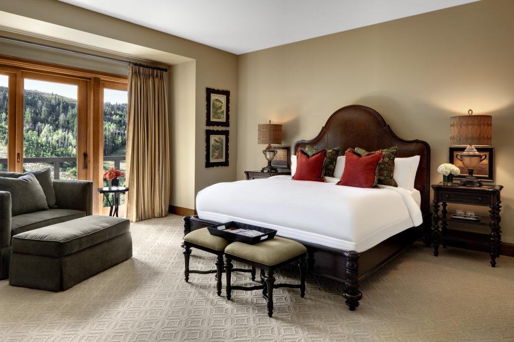 犹他州鹿谷瑞吉酒店The St. Regis Deer Valley, Utah (..._The St. Regis Deer Valley—St Regis Residence Master Bedroom.jpg