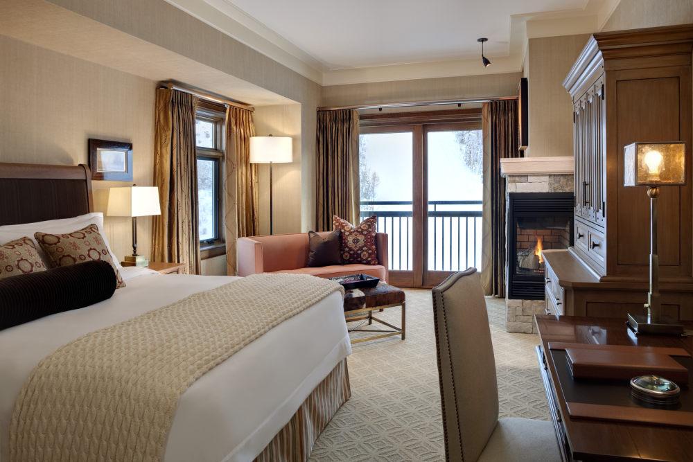 犹他州鹿谷瑞吉酒店The St. Regis Deer Valley, Utah (..._The St. Regis Deer Valley—Suite Bedroom.jpg