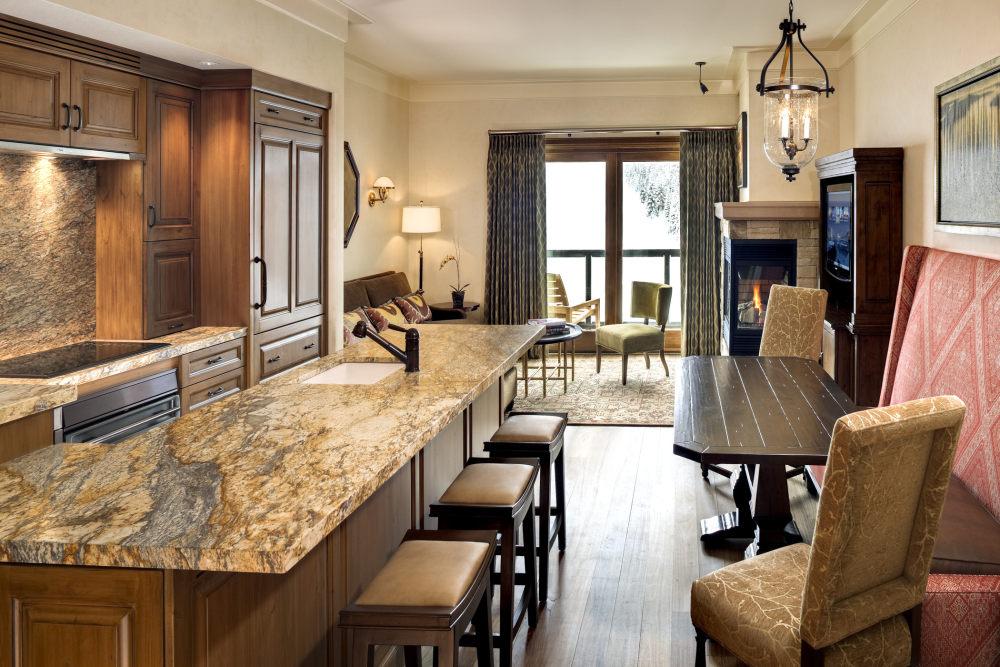 犹他州鹿谷瑞吉酒店The St. Regis Deer Valley, Utah (..._The St. Regis Deer Valley—Suite Kitchen.jpg