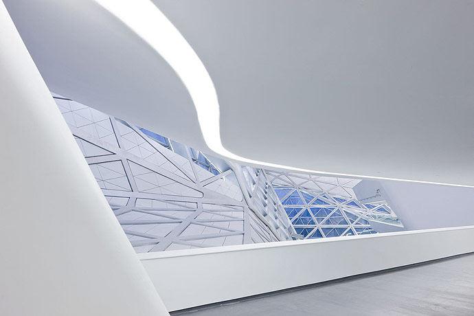 广州歌剧院-Zaha Hadid Architect_Guangzhou-Opera-9.jpg