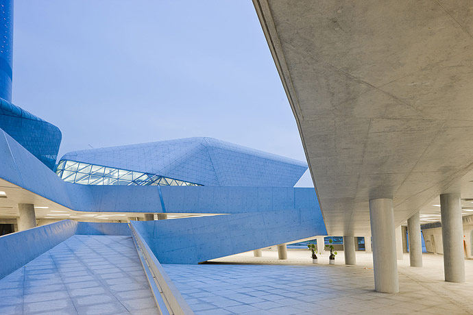 广州歌剧院-Zaha Hadid Architect_Guangzhou-Opera-19.jpg