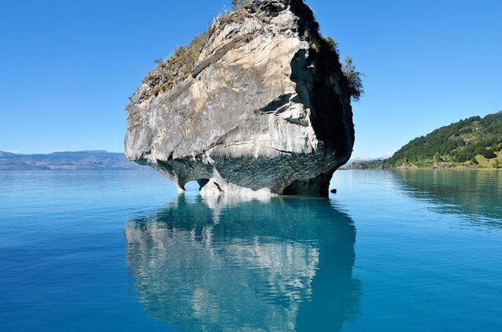 卡雷拉湖(智利方面)或湖布宜诺斯艾利斯(阿根廷)位于巴塔哥尼亚和共享的阿根廷和智利 ...