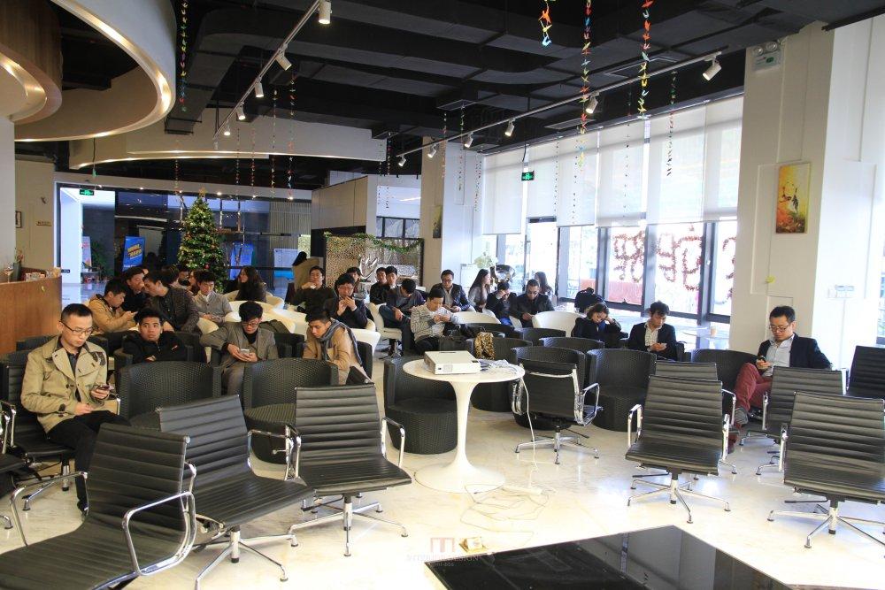 马蹄2013-2014年第四届深圳设计年会活动(年会专题信息收集)_早早就来到会场的会员,正在静静等待年会的开始