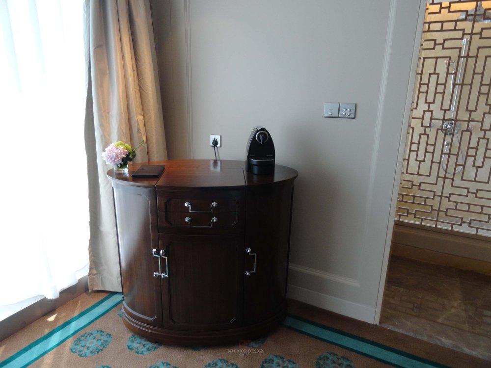 客房的minibar柜子1