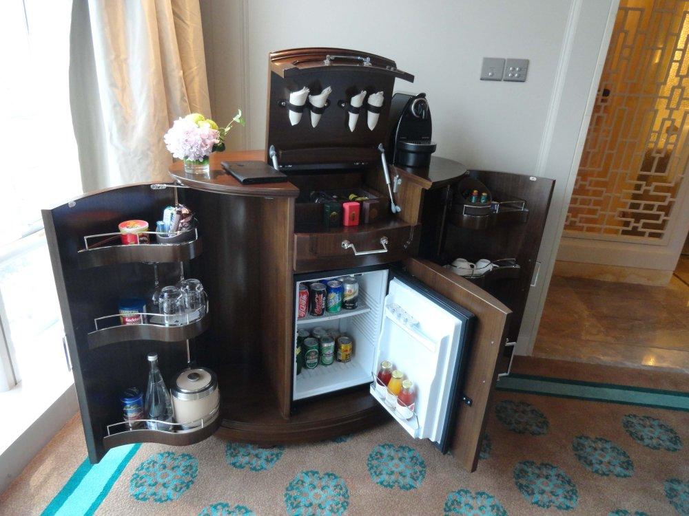 客房的minibar柜子2