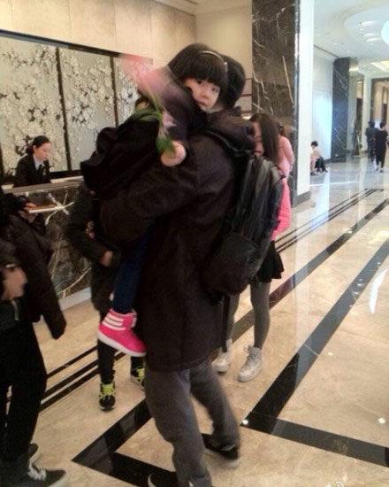 Angela和岳伦在深圳东海朗廷酒店check out3