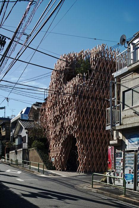 SunnyHills-cake-shop-by-Kengo-Kuma-encased-within-intricate-timber-lattice_dezeen_50.jpg