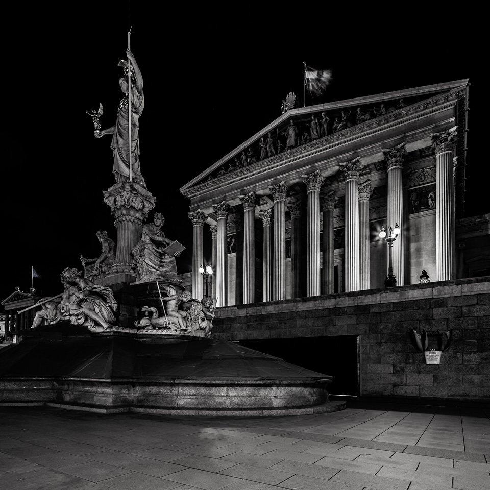 阿道夫在维也纳的作品Vienna,Austria_wien3s.jpg
