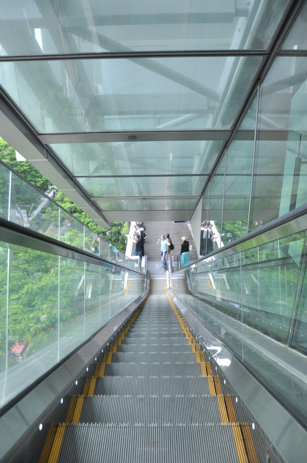 新加坡Orchard Central商业自拍_威猛的外挂扶梯