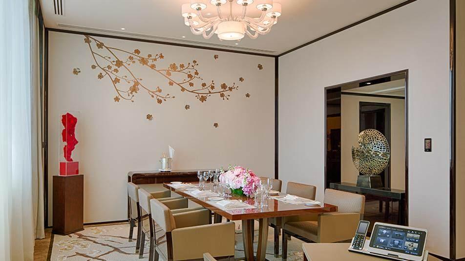 重新装修后的香港半岛酒店_Deluxe-Suite-Dining-Area.jpg