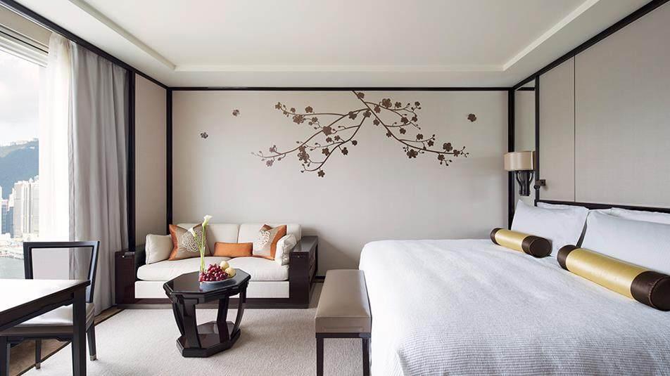重新装修后的香港半岛酒店_Grand Deluxe Harbour View Room.jpg