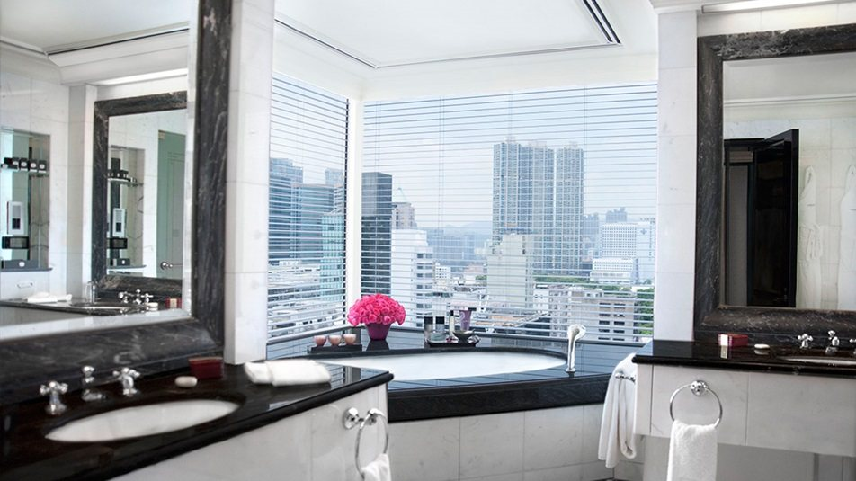 重新装修后的香港半岛酒店_Grand-Deluxe-Harbour-View-Suite-bathroom.jpg
