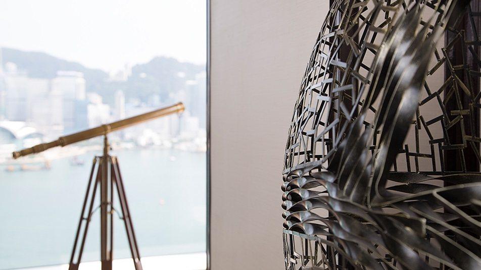 重新装修后的香港半岛酒店_Grand-Deluxe-Harbour-View-Suite-telescope.jpg