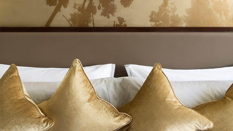 重新装修后的香港半岛酒店_Marco-Polo-Suite-Bedroom.ashx.jpg
