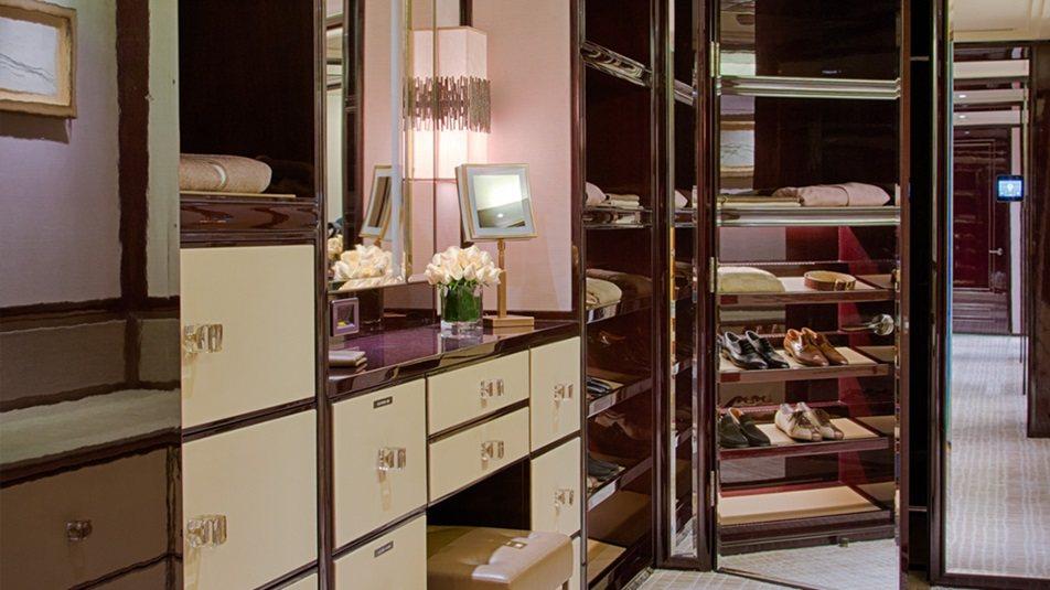 重新装修后的香港半岛酒店_Peninsula-Suite-closet.jpg
