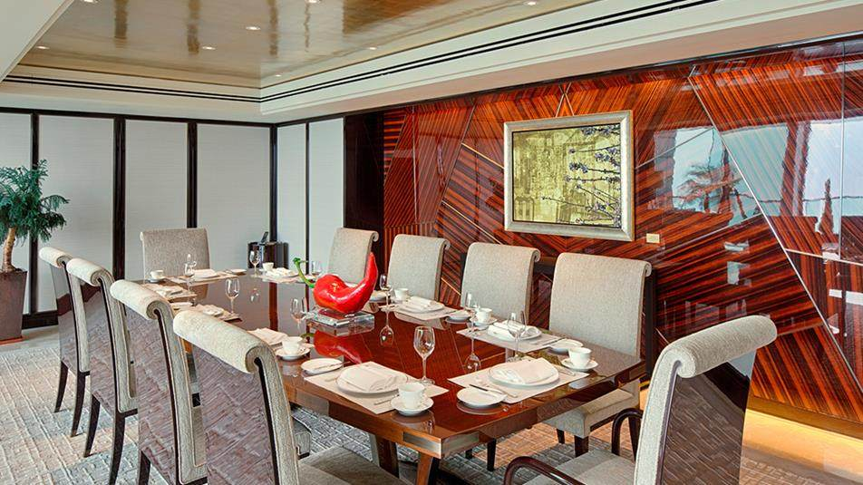 重新装修后的香港半岛酒店_PenSuiteDiningArealow.jpg