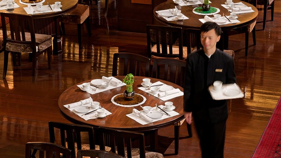 重新装修后的香港半岛酒店_Spring-moon-restaurant-interior.ashx.jpg