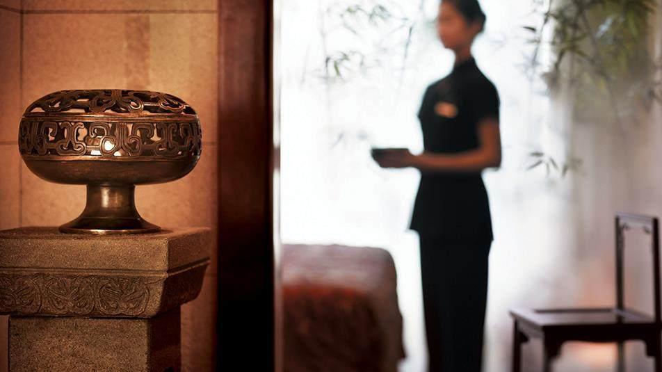 重新装修后的香港半岛酒店_The_Peninsula_Spa_Staff.ashx.jpg