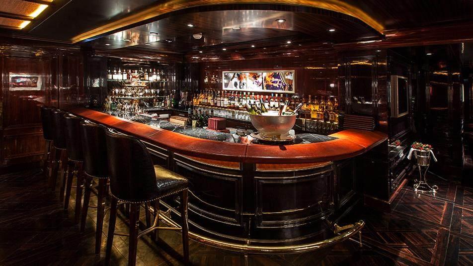 重新装修后的香港半岛酒店_The-Bar-interior-table.ashx.jpg