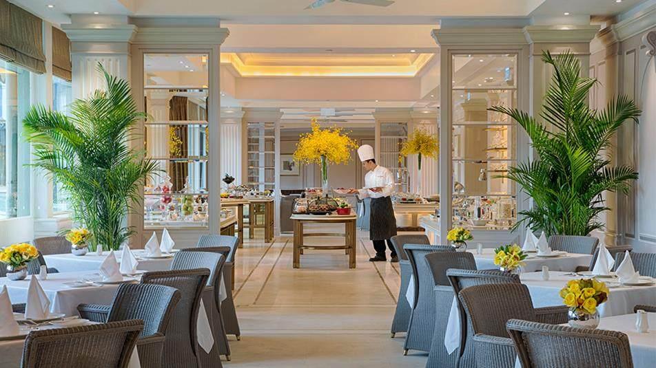 重新装修后的香港半岛酒店_The-Verandah-restaurant-interior.ashx.jpg