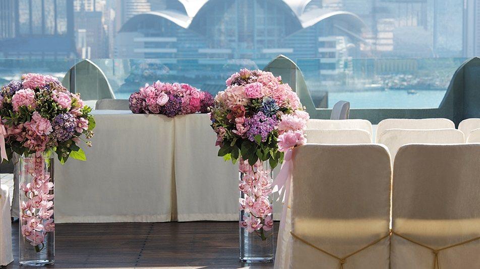 重新装修后的香港半岛酒店_Wedding_Carousel_Flower-Stand.ashx.jpg