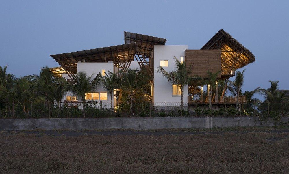 53ee9881c07a80096200033d_guatemala-beach-house-christian-ochaita-roberto-g-lvez_.jpg