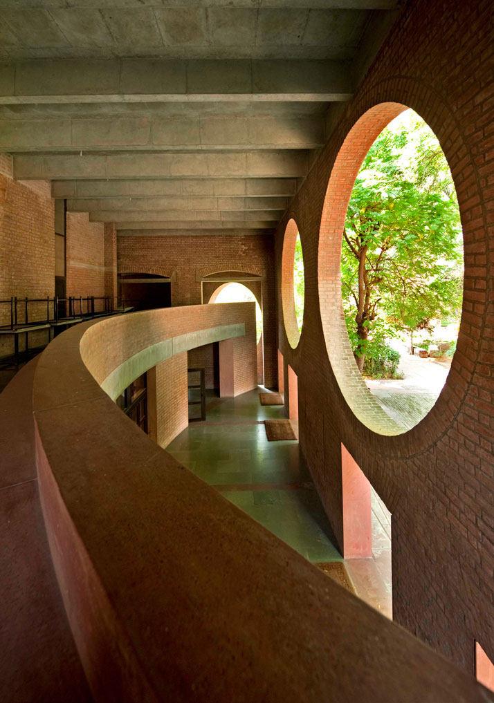 【地平线下的陈设】请各位进来拍砖......_Louis-Kahn-The-Power-of-Architecture-yatzer-10.jpg