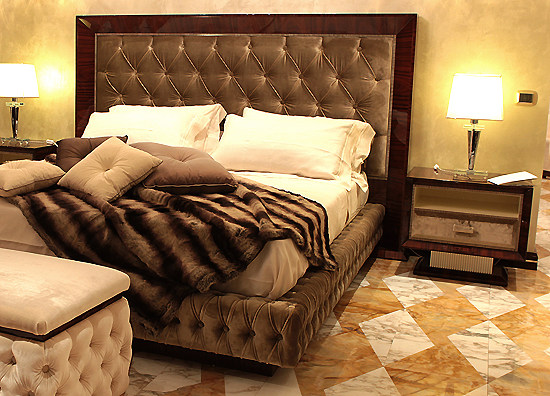 rosewood_bed_m.jpg