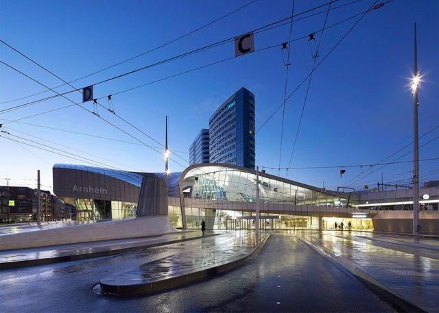 荷兰阿纳姆中心交通枢纽_Hufton- -Crow-12.jpg