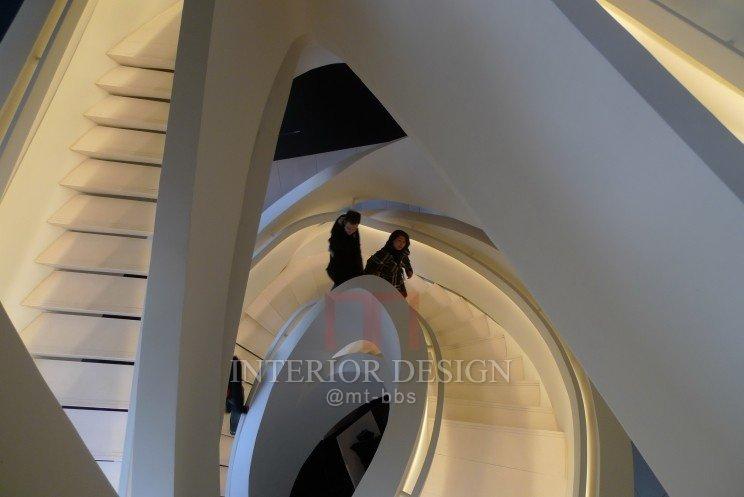 第五大道Amarni专卖店-龙卷风楼梯_40146-aa99e2201cc6a62a2f8715209268b7e0.jpg