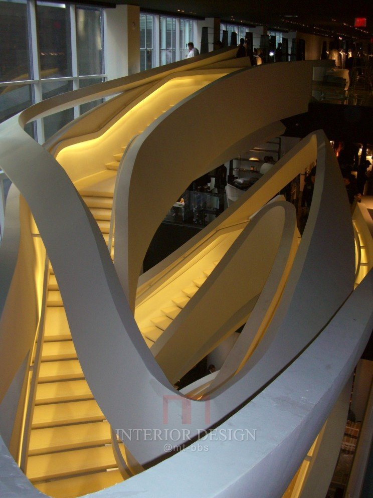 第五大道Amarni专卖店-龙卷风楼梯_40158-455b48fb7d54c8b45bf77bbef9052e23.jpg