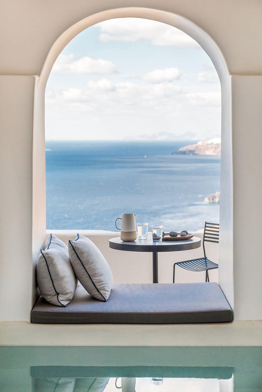 f2_porto_fira_suites_santorini_greece_interior_design_laboratorium_photo_giorgos.jpg