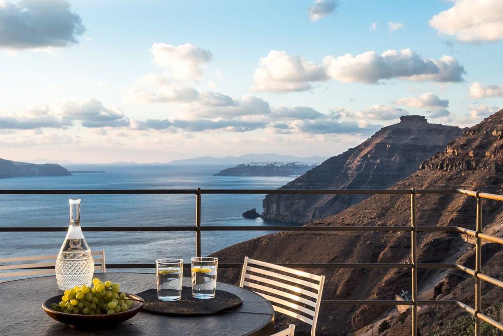 f5_porto_fira_suites_santorini_greece_interior_design_laboratorium_photo_giorgos.jpg