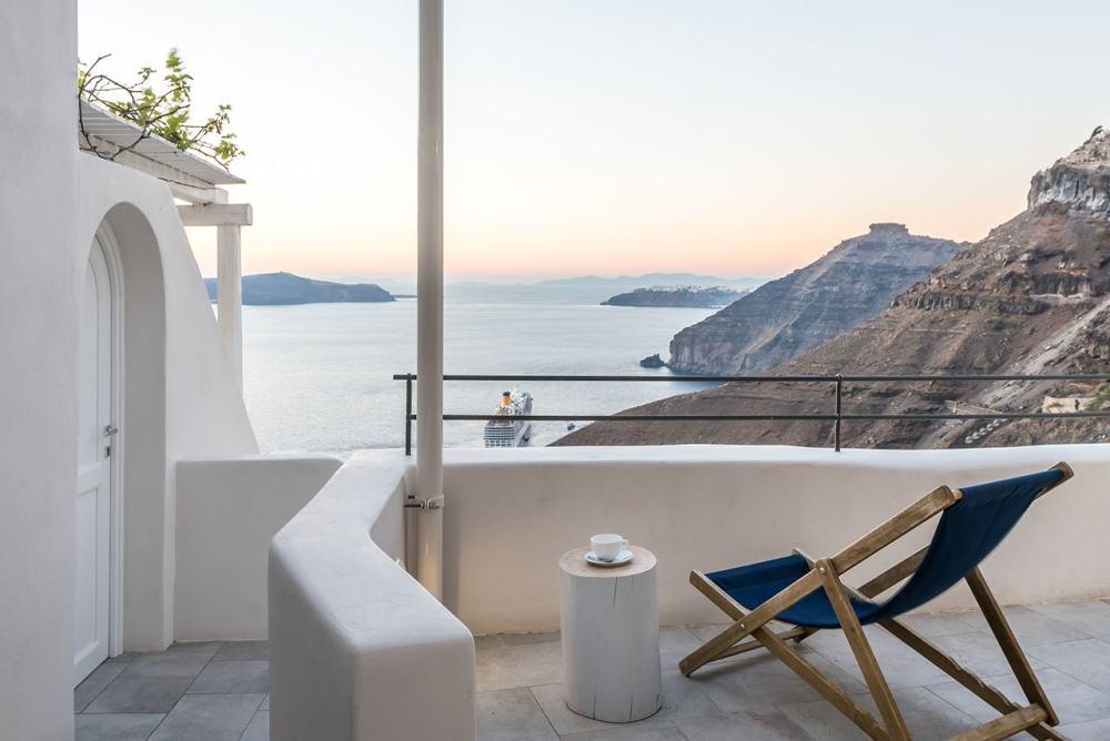 f8_porto_fira_suites_santorini_greece_interior_design_laboratorium_photo_giorgos.jpg