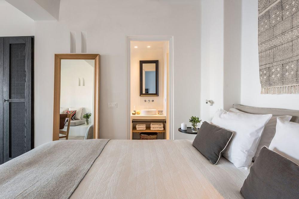 f10_porto_fira_suites_santorini_greece_interior_design_laboratorium_photo_giorgo.jpg