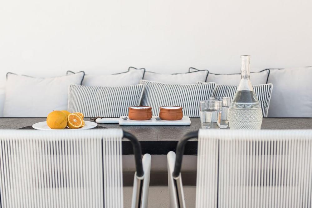 f12_porto_fira_suites_santorini_greece_interior_design_laboratorium_photo_giorgo.jpg